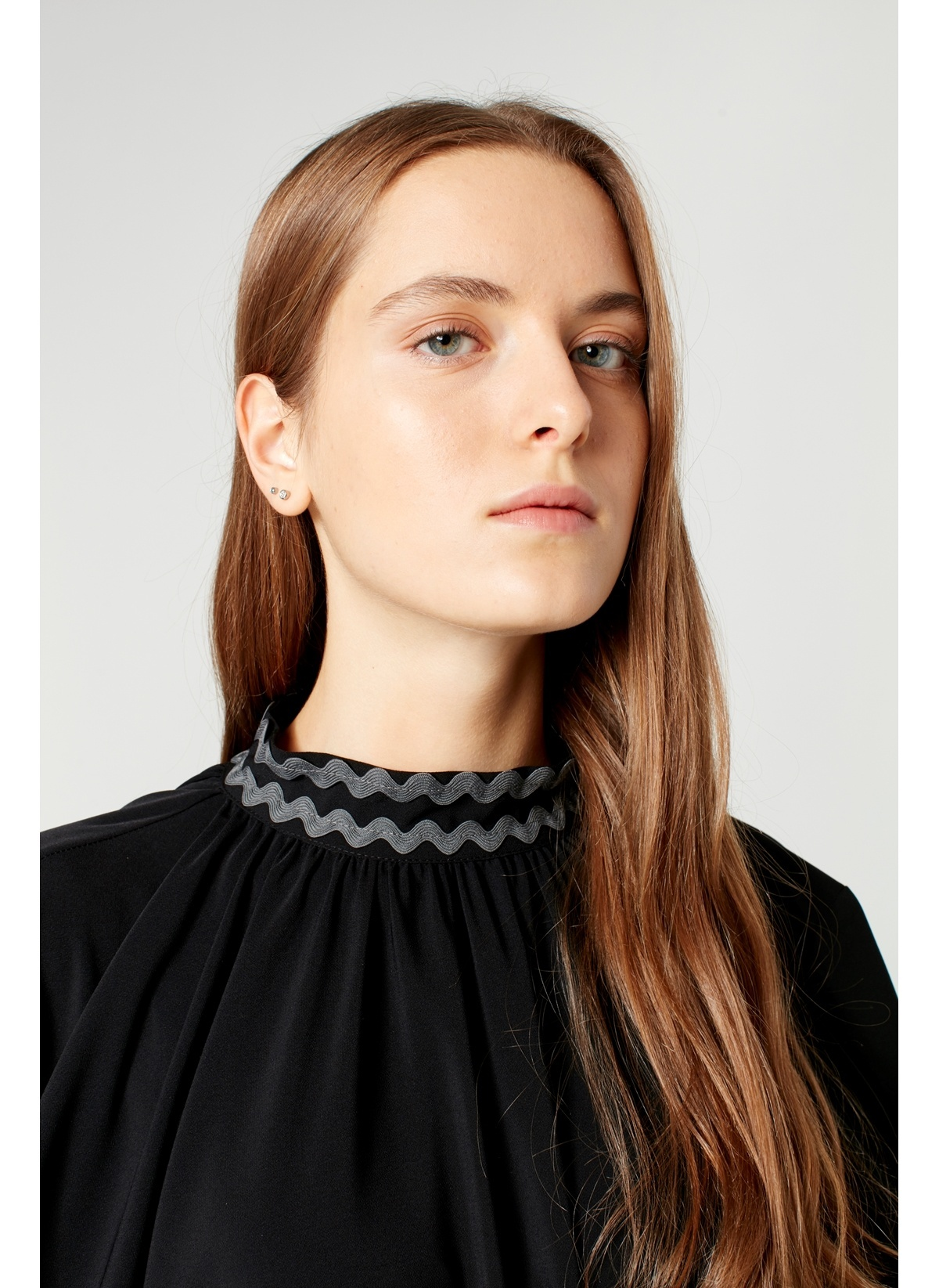 9eb9a99a35190 Mizalle Kadın Bol Kesim Yaka Detaylı Elbise Siyah | Morhipo | 22426391